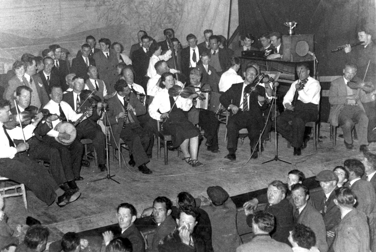 kilfenora_tulla_paddy_cons_hall_1956.jpg